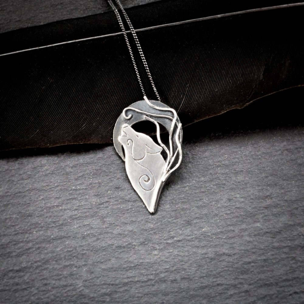 silver howling wolf necklace